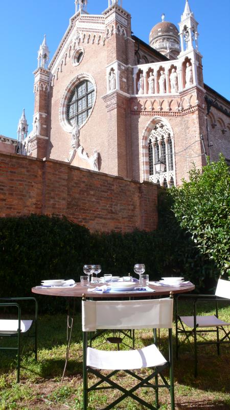 Comfortable Apartment in Venice with Private Garden - Casa Errizo - Image 1 - Venice - rentals