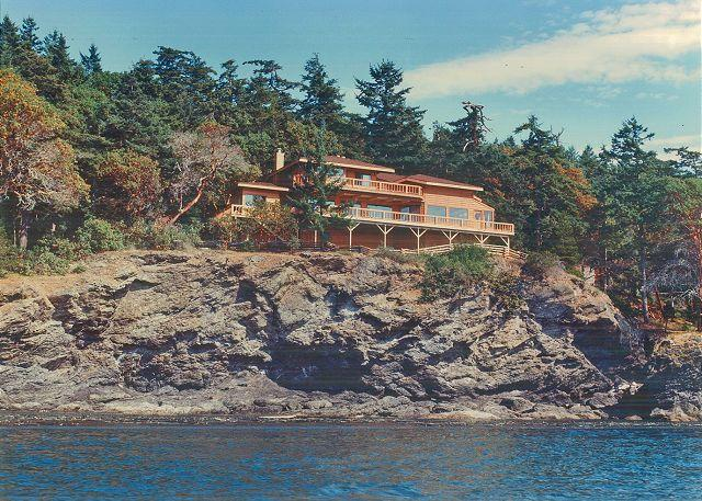 Magnificent perch at the water's edge. - Seas the Day on San Juan Island - Friday Harbor - rentals