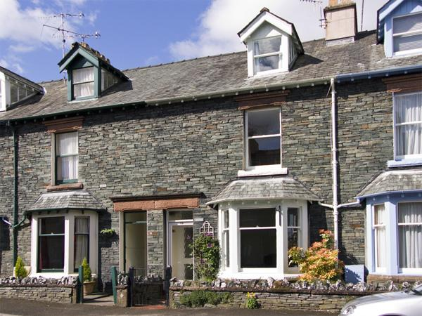WESTIES, pet friendly, character holiday cottage, with a garden in Keswick, Ref - Image 1 - Keswick - rentals