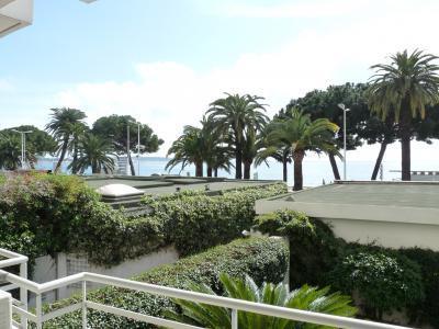La Brise Croisette 2 Bedroom Apartment with a Balcony - Image 1 - Cannes - rentals