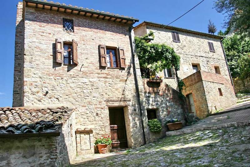 Very Cozy 3 Bedroom Vacation House in Siena - Image 1 - Siena - rentals