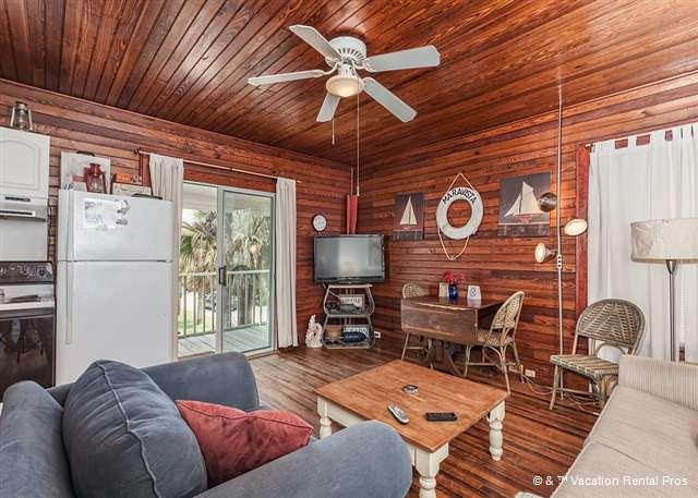 Dolphin Watch Cottage makes your Florida vacay easy! - Dolphin Watch Cottage, Ocean Views, next to St Augustine Beach - Saint Augustine - rentals