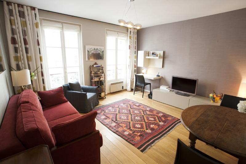 Living Room - Champ de Mars Paris Vacation Rental - Paris - rentals