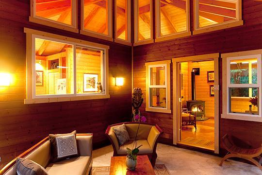 The Volcano Mist Cottage Lanai at Night is a very Romantic setting - Volcano Mist Cottage, Volcano, Hawaii - Volcano - rentals