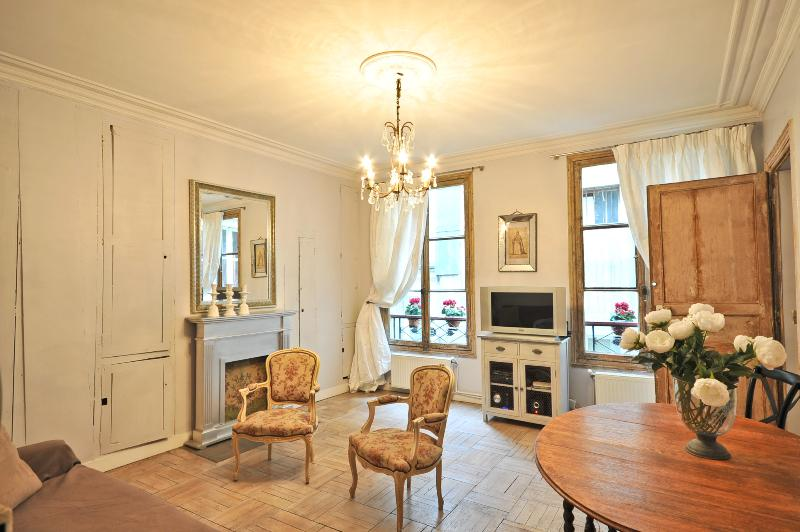 Temple Charme Apartment in Paris - Image 1 - Paris - rentals