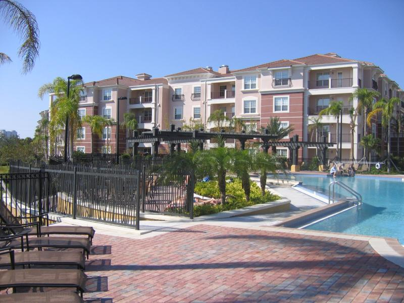 Beautiful Pool Side Condo Building - Luxurious, Lakefront, Poolside Condo @ Vista Cay - Orlando - rentals