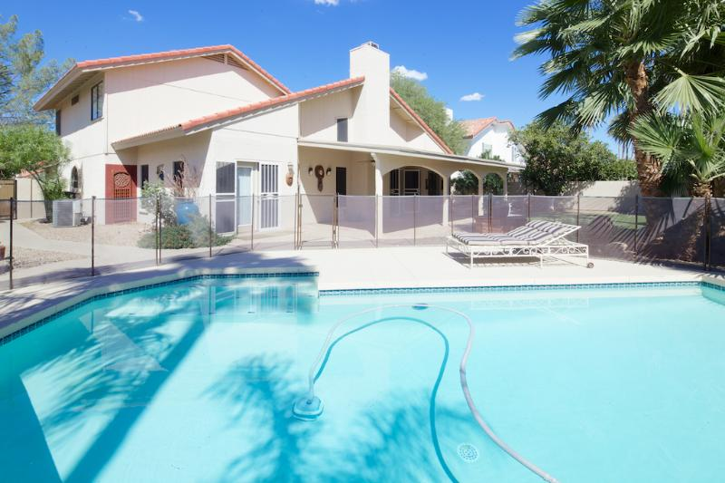 Comfortable family or executive detached home with private pool - Elegant luxurious 4 bedroom resort style pool home - Scottsdale - rentals