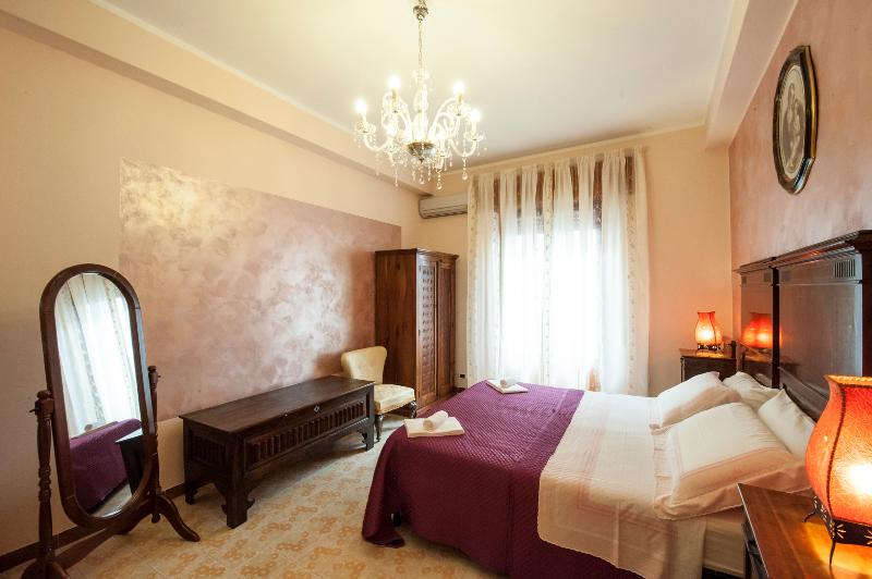 Red Bedroom interior design :elegant and classic style of our bedrooms - IL Pesco, Elegant Mediterranean Style Apartment - Trapani - rentals