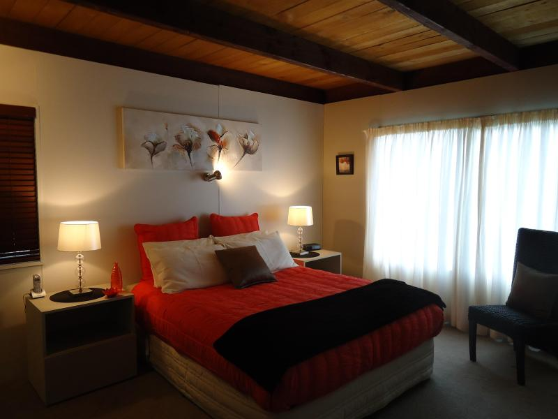 Peaceful, Restful Bedroom - Valley View Cottage, Christchurch - 200% Charming - Christchurch - rentals