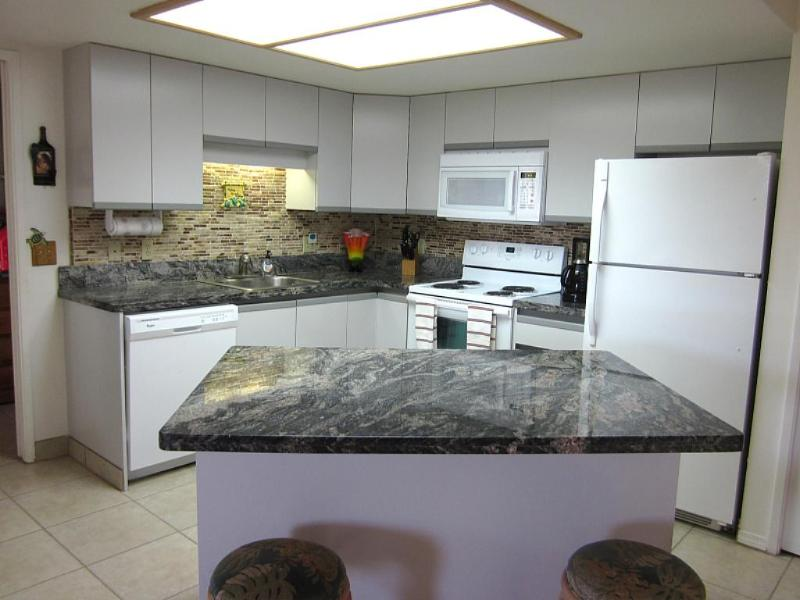 Up Graded Large Kitchen - Mauibabbe's HideAway - FREE CALLS TO CANADA & USA - Kihei - rentals
