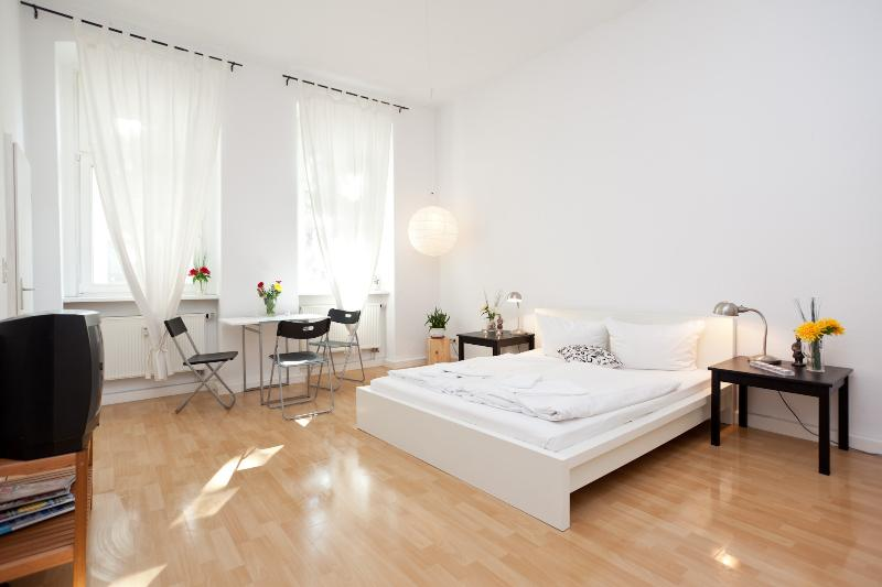 Lovely Apartment right in the center of Berlin - Image 1 - Berlin - rentals