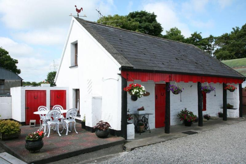Shannon Breeze Cottage - Shannon Breeze Traditional Irish Cottage - Portumna - rentals