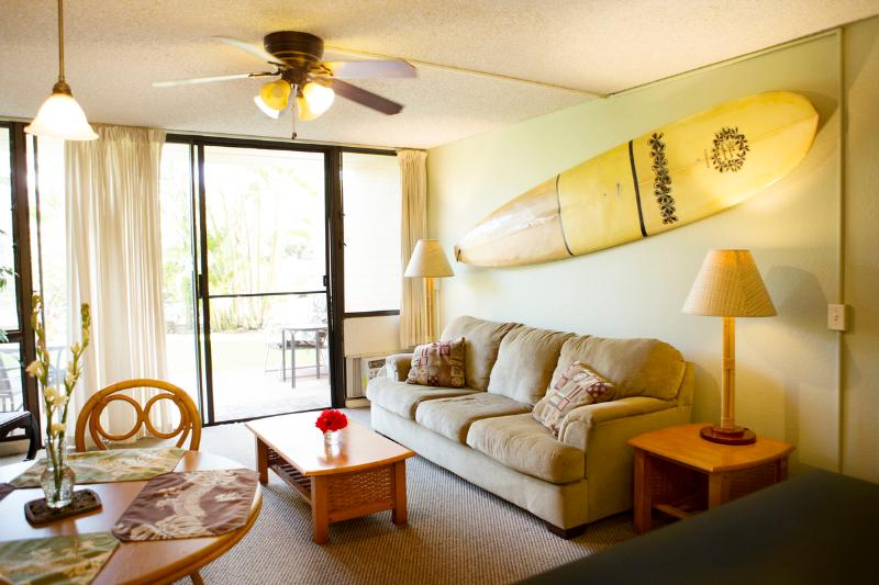 Our signature surfboard wall and sofa bed - Maui Vista: 10% off avail dates thru end of June! - Kihei - rentals