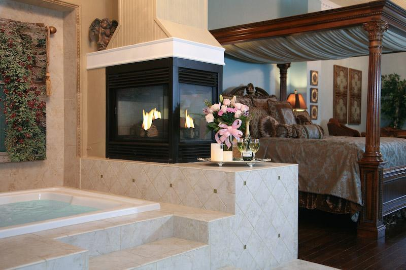 Tub for two with gas fireplace - Paradise Loft Luxury Suite on Main - Fredericksburg - rentals