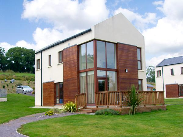 3 CASTLE QUAY, family friendly, with a garden in Kinsale, County Cork, Ref 2685 - Image 1 - Kinsale - rentals