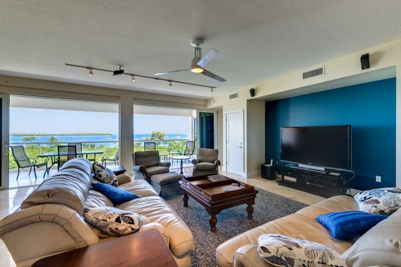Livingroom - Luxurious oceanfront villa!  525 Mariners Club - Key Largo - rentals