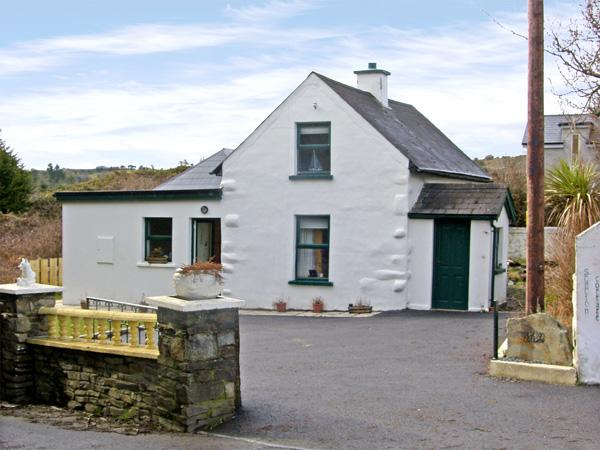 STATION COTTAGE, family friendly, with a garden in Ballydehob, County Cork, Ref 3890 - Image 1 - Ballydehob - rentals