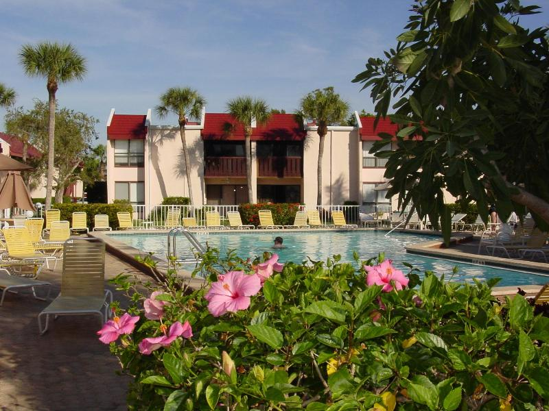 The large, heated pool is just steps from the apartment. A coded gate makes it secure for tots - Relaxed Old Florida Lifestyle: Apt 162 Runaway Bay - Bradenton Beach - rentals