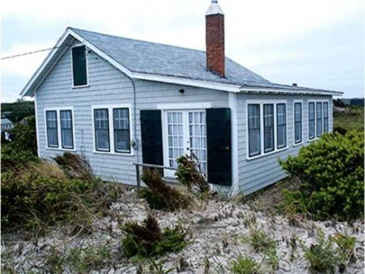 Side view of cottage - 169 North Shore Blvd - East Sandwich - rentals