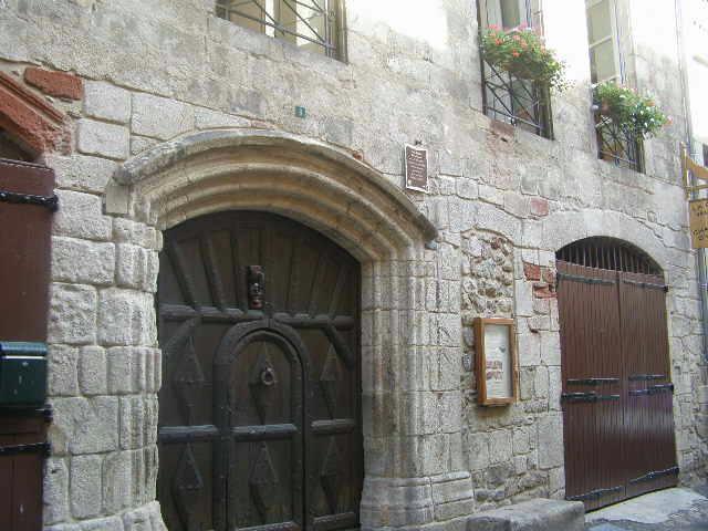 16th Century gate - La Porte Valette Chambres d'Hotes - Entraygues-sur-Truyere - rentals