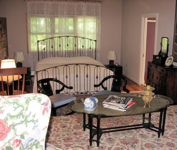 CopeFoster King-Lg - Cope Foster guest rooms - downtown area - Charlottesville - rentals