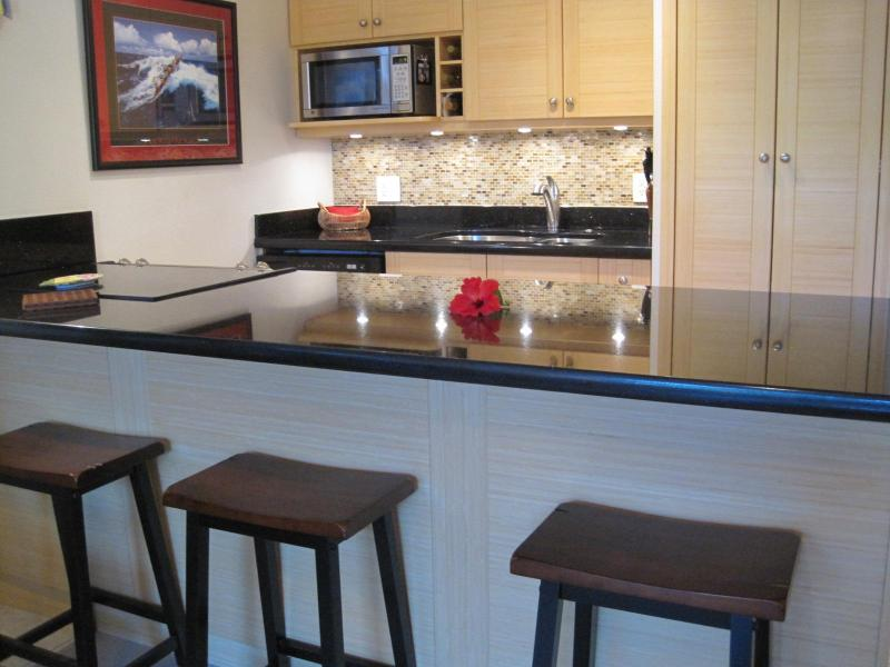 Custom bamboo cabinets & granite counters! - Totally remodeled....close to the beach! - Kihei - rentals