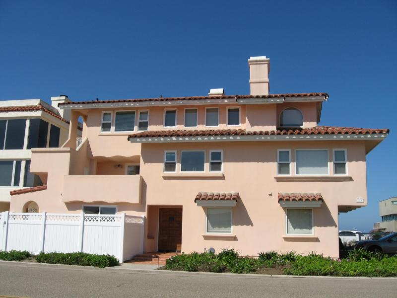Front of house - Beautiful Oxnard Beach House on Hollywood Beach - Oxnard - rentals