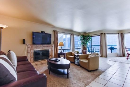 Spacious living room with fireplace and large flat screen TV - Ceci's Riviera Villas Condo on Mission/Sail Bay - Pacific Beach - rentals