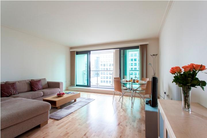 Waterfront Views MoLi Dockland 2Bed/2 Bath Apt - Image 1 - London - rentals