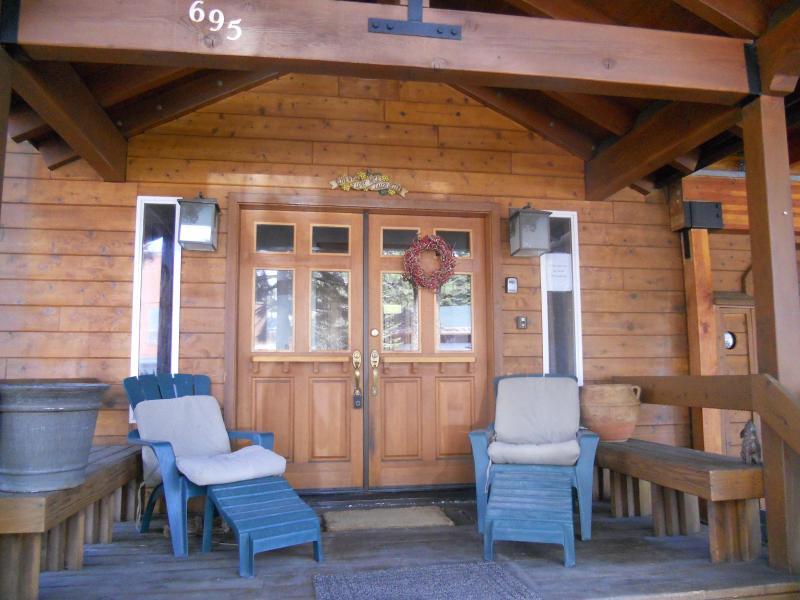 "Elegant*70"" Screen,2 Kitchen*PoolTable,Walk 2 Town - Image 1 - Tahoe City - rentals"