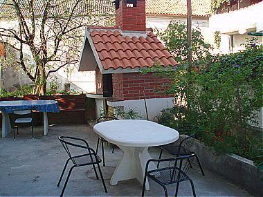 A1(6+2): garden terrace - 01813MAKA A1(6+2) - Makarska - Makarska - rentals