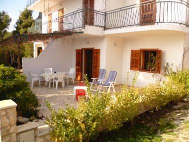 A2(2+2): garden terrace - 00303IVAN  A2(2+2) - Ivan Dolac - Ivan Dolac - rentals