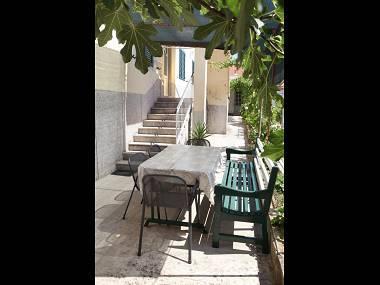 A1(4): garden terrace - 00407TROG A1(4) - Trogir - Trogir - rentals