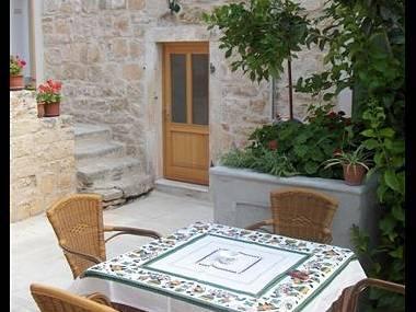 A2(2+2): courtyard - 0103VRBO A2(2+2) - Vrboska - Vrboska - rentals