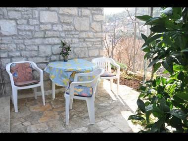 A1-Mali(2+1): garden terrace - 029-04-STO A1-Mali(2+1) - Stomorska - Stomorska - rentals