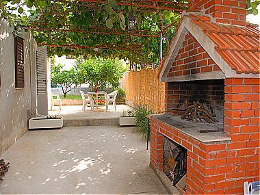 A2(3): garden terrace - A07401SUPE A2(3) - Supetar - Supetar - rentals