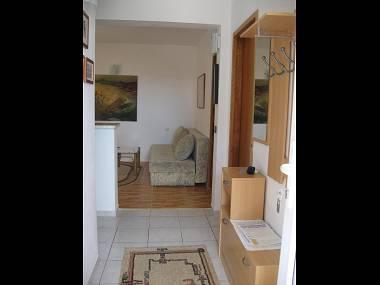 A2(4+1): hallway - 2299 A2(4+1) - Okrug Gornji - Okrug Gornji - rentals