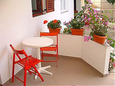 A(2+2): garden terrace - 00106TRIB A(2+2) - Tribunj - Tribunj - rentals