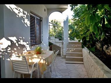 B1(2+1): terrace - 2189  B1(2+1) - Arbanija - Arbanija - rentals