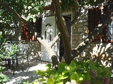 A1(2): garden terrace - 00901MILN  A1(2) - Milna (Brac) - Milna (Brac) - rentals