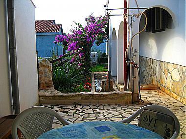 SA1(2): garden terrace - 00118PETR SA1(2) - Petrcane - Petrcane - rentals
