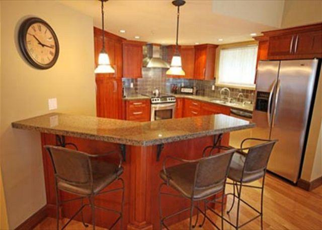 Kitchen - A 3 Bedroom Spacious Condo in Whistler with Private Hot Tub - Lynx 306 - Whistler - rentals