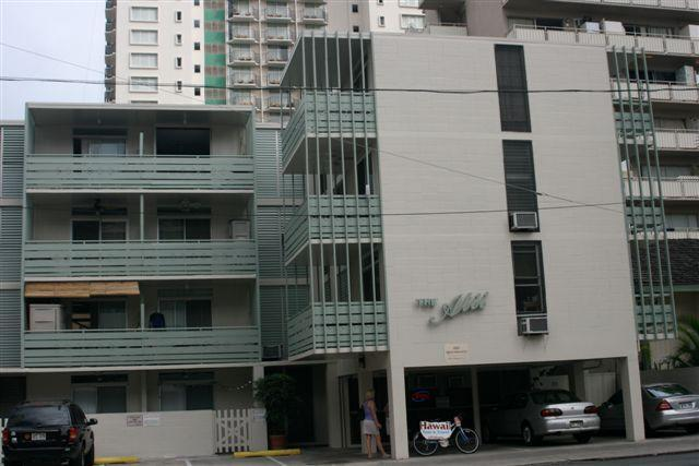 Exterior - Alii of Waikiki 1BR a Half Block to the BEACH! - Honolulu - rentals