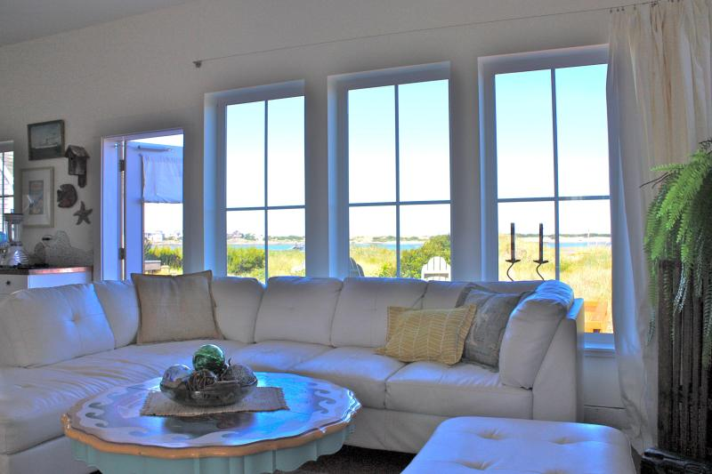 "casual luxury, cottage style! - Chic ""barefoot living"" Beachfront Cottage! - Lincoln City - rentals"