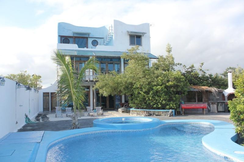 Villa seen from dock - Bay House: - La casa di Furio en Galapagos - Puerto Ayora - rentals