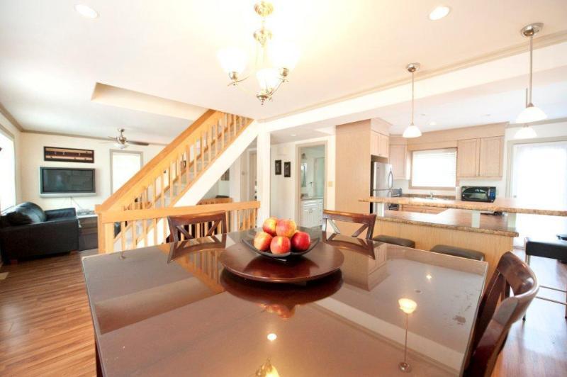 Open concept Living, Dining Kitchen - Modern Luxury -Weekly Discounts! - Niagara Falls - rentals