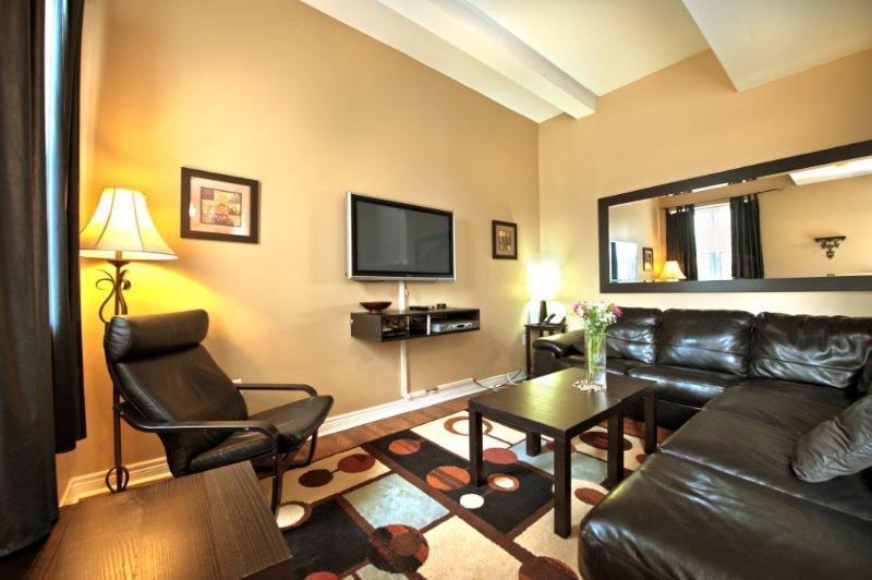 Living Area - Junior Presidential - Niagara Falls - rentals