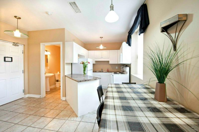 Dining and Kitchen Area - Prime Minister Condo - Niagara Falls - rentals
