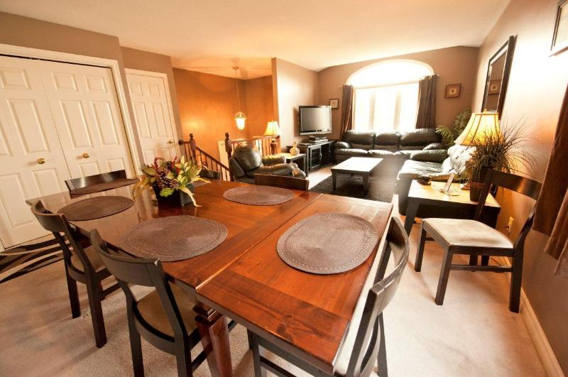 Open Concept Living and Dining Area - Serenity Retreat -Remaining dates reduced 25% ! - Niagara Falls - rentals