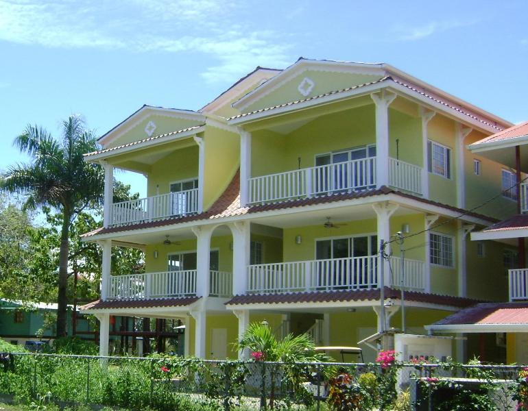 The Building - Jardines Vista del Mar One Bed Room Condo, Swimming Pool, near Beach. - Bocas Town - rentals